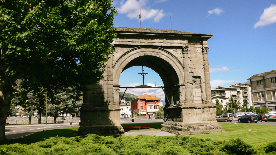Arco d\'Augusto a 200m